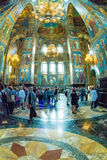 Igreja do salvador no sangue derramado Turistas e paroquiano Fotografia de Stock Royalty Free