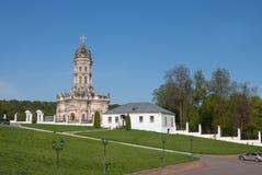Igreja do sinal do Virgin Blessed na igreja de Dubrovitsy Znamenskaya imagens de stock