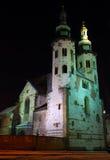 Igreja do St. Andrew na rua de Grodzka em a noite - K Fotos de Stock Royalty Free