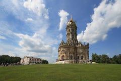 Igreja do Virgin abençoado em Dubrovitsy imagens de stock
