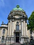 Igreja dominiquense, um padre e um pedinte Imagem de Stock