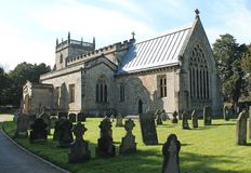 Igreja e cemitério fotografia de stock
