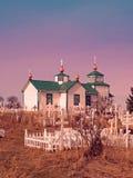 Igreja e cemitério imagem de stock royalty free