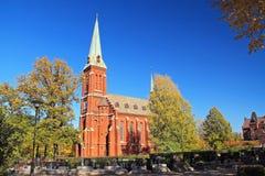 Igreja e cemitério em Trinec imagens de stock
