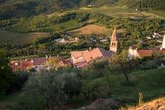 Igreja e construções velhas de Motovun na Croácia fotos de stock royalty free
