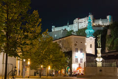 Igreja e fortaleza de St Peter Salzburg Áustria fotografia de stock