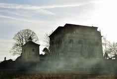 Igreja e fumo Foto de Stock Royalty Free