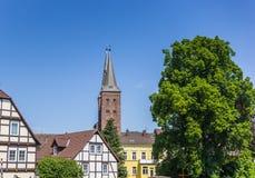 A igreja e a metade de Kiliani suportaram casas em Hoxter Imagem de Stock Royalty Free