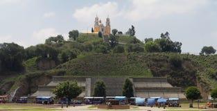 Igreja e pirâmide de Cholula Fotografia de Stock Royalty Free