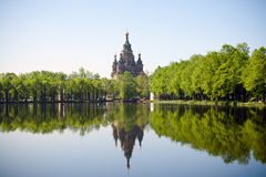 Igreja e sua reflexão no lago Fotografia de Stock