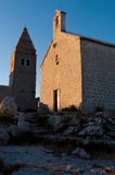 Igreja e torre de sino de Lubenice no fim da tarde em Cres Imagens de Stock