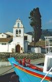 Igreja e um barco em Corfu fotografia de stock royalty free