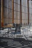 Igreja em Berlim Tabelas e cadeiras Imagem de Stock