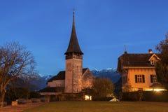 Igreja em Spiez na noite Fotos de Stock