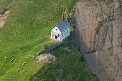 Igreja em uma borda Imagens de Stock Royalty Free