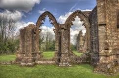 Igreja escolar de Lincluden - o lado sul arqueia HDR Imagens de Stock Royalty Free