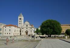 Igreja, fórum e catedral do St Donato da torre de sino do St Anastasia em Zadar, Croácia Imagem de Stock Royalty Free