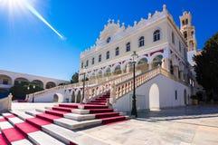 A igreja famosa de Panagia Megalochari Evangelistria, ilha de Tinos, Cyclades foto de stock