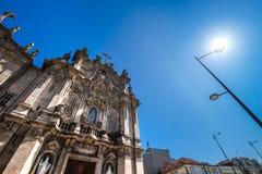 Igreja gör Carmo & x28; Porto& x29; - Katolsk kyrka för århundrade XVIII & x28; barock Arkivfoton