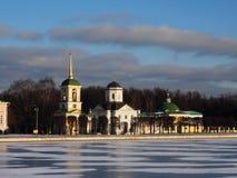 """Igreja, gelo e nuvens ¾ Ð do ¾ рРde Frost Мз и † е do ½ Ñ Ð do ¾ Ð  Ñ Ð de"""" foto de stock royalty free"""