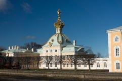 Igreja grande do palácio O palácio de verão no outono Peterhof Rússia Imagens de Stock Royalty Free