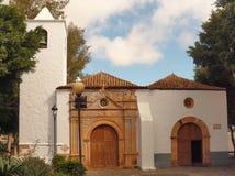 Igreja grande rústica em Fuerteventura com escaninho Fotografia de Stock Royalty Free