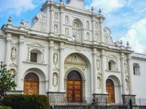 Igreja grandioso do EL de Antígua guatemala San Francisco fotografia de stock