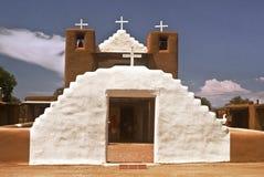 Igreja histórica do povoado indígeno de Taos Fotografia de Stock Royalty Free