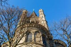 Igreja histórica St Martin bruto na água de Colônia, Alemanha foto de stock royalty free