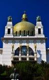 Igreja impressionante do art deco com cuppola dourado Foto de Stock