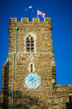 Igreja inglesa com bandeira de St George Fotografia de Stock Royalty Free