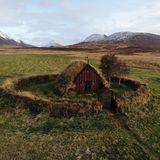 A igreja islandêsa nos hofsos fotos de stock royalty free