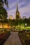 Igreja & jardim Fotografia de Stock Royalty Free