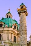 Igreja Karlskirche em Viena Áustria imagens de stock