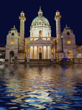 Igreja Karlskirche em Viena Áustria Fotos de Stock