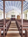 Igreja luminosa em Islândia imagem de stock