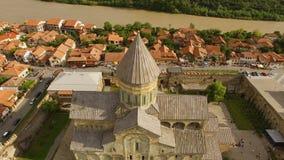 Igreja medieval bonita em Geórgia do centro, local do patrimônio mundial do UNESCO vídeos de arquivo