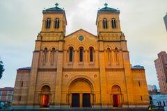 Igreja metropolitana bonita da catedral dentro imagens de stock