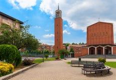 Igreja moderna na praça da cidade em alba Fotos de Stock
