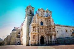 Igreja na cidade céu azul de Oaxaca, México Imagem de Stock Royalty Free