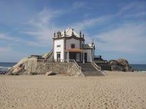 Igreja na praia Fotografia de Stock Royalty Free