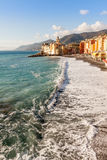 Igreja na praia em Camogli Itália Foto de Stock Royalty Free