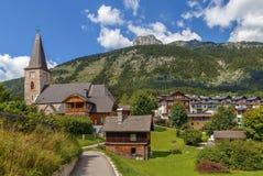 Igreja na vila de Altaussee, Áustria imagens de stock