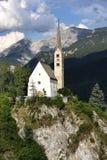 Igreja nas montanhas suíças Fotografia de Stock
