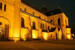 A igreja neogótica na noite Imagens de Stock Royalty Free