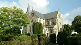 Igreja no ambiente verde Fotos de Stock Royalty Free