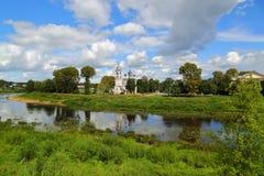 Igreja no banco de rio em Vologda Fotos de Stock Royalty Free