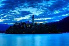 Igreja no console - o lago sangrou no amanhecer Imagem de Stock