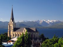 Igreja no lago Fotos de Stock Royalty Free