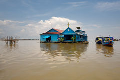 Igreja no lago sap de Tonle Imagens de Stock Royalty Free